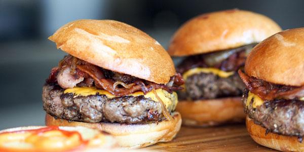 Leckere Burger mit frischen Zutanten bei Take Hallali Burger